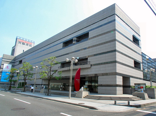 Takamatsu_City_Museum_of_Art_Building_1.jpg